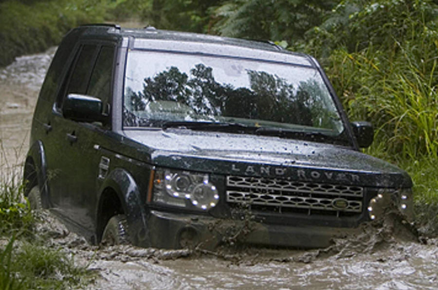 Land Rover Discovery 4 wading in water