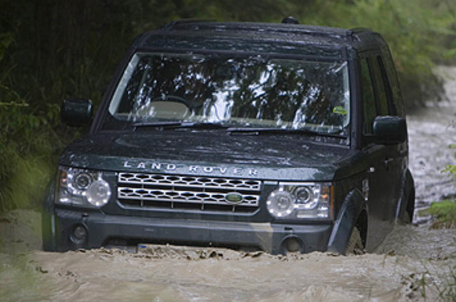 Land Rover Discovery 4 in water