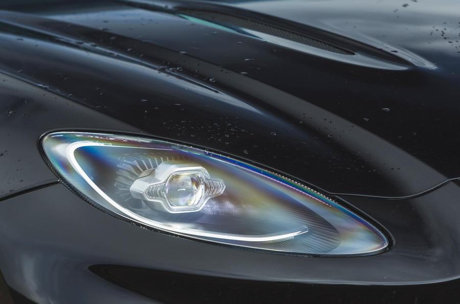 Examen de l'essai routier de l'Aston Martin DBX 2020 - phares