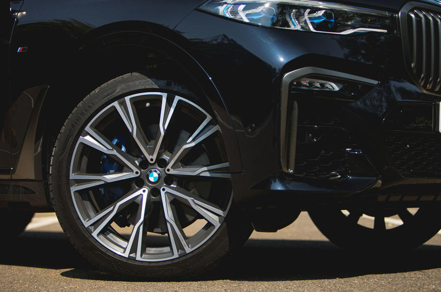 BMW X7 2020 : examen de l'essai routier - roues en alliage