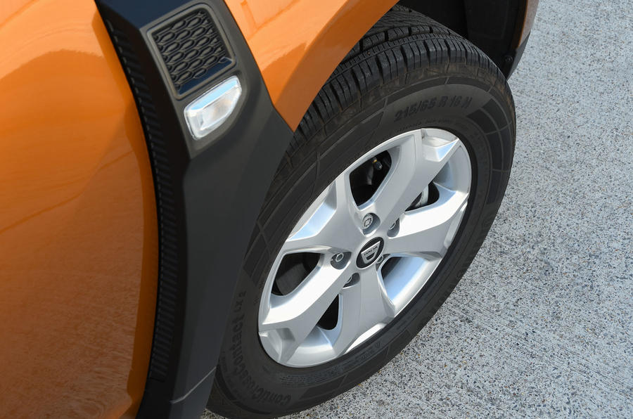 Dacia Duster 2018 road test review alloy wheels