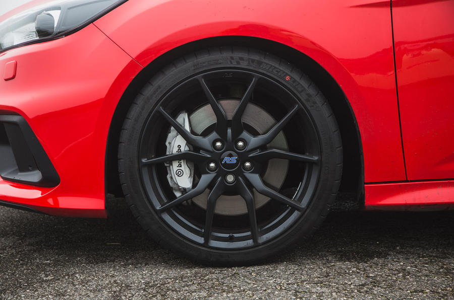 Ford Focus RS 2019 road test review - brake calipers