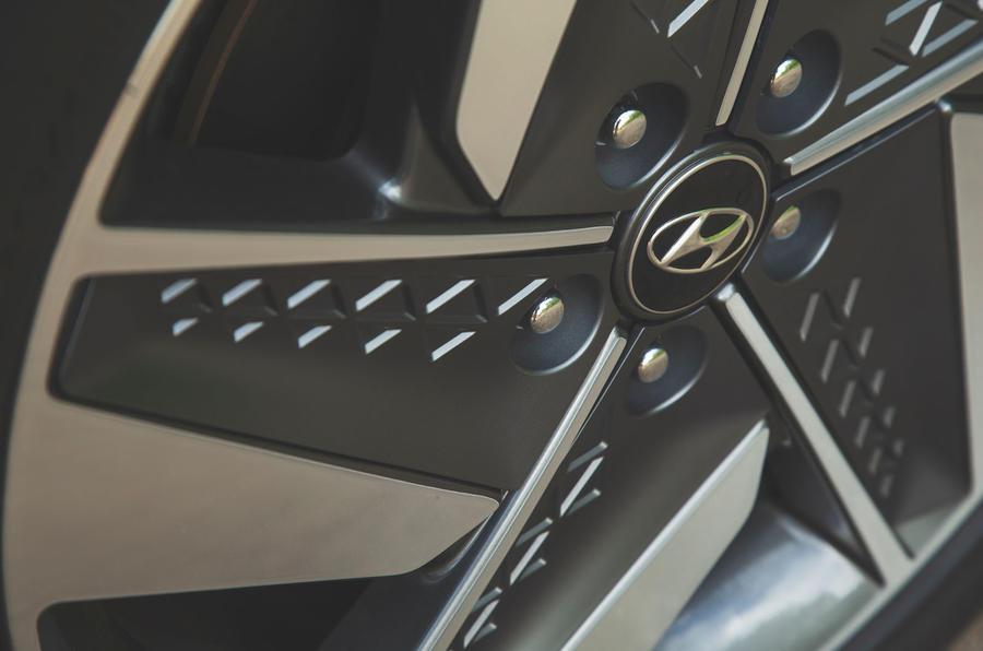 Hyundai Nexo 2019 road test review - alloy wheel detail