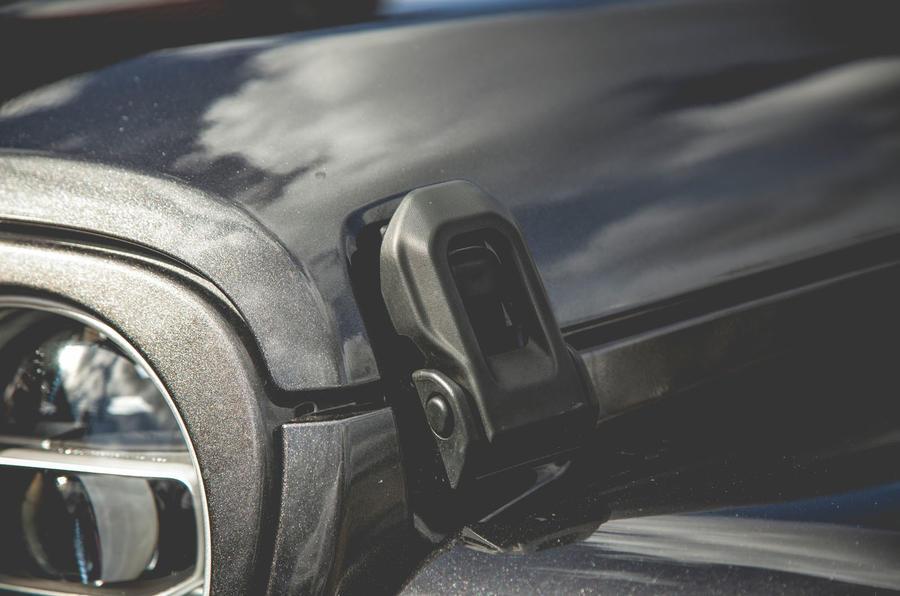 Jeep Wrangler 2019 road test review - bonnet clips