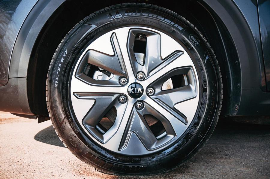 Kia e-Niro 2019 road test review - alloy wheels