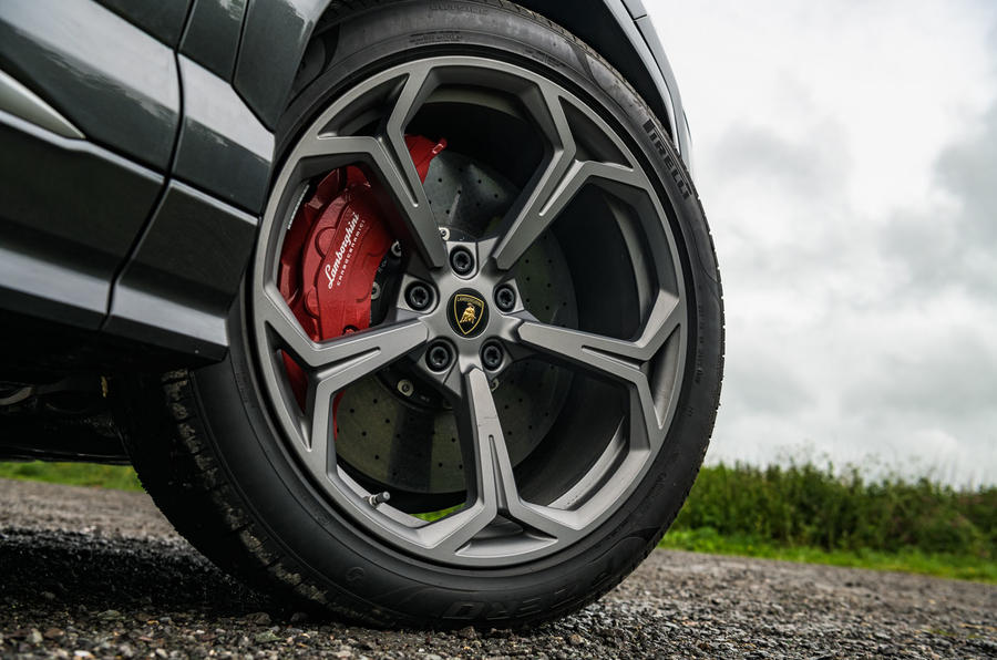Lamborghini Urus 2019 road test review - alloy wheels