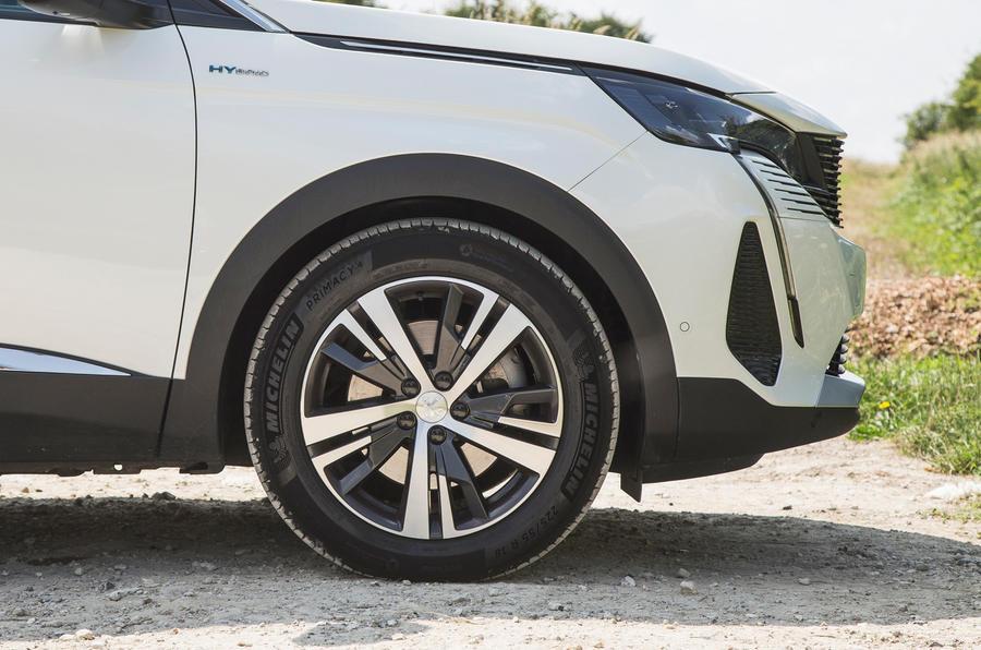 6 Peugeot 3008 2021 RT roues en alliage