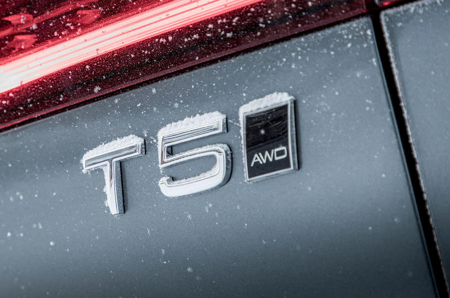 Volvo V60 Cross Country 2019 road test review - engine badge