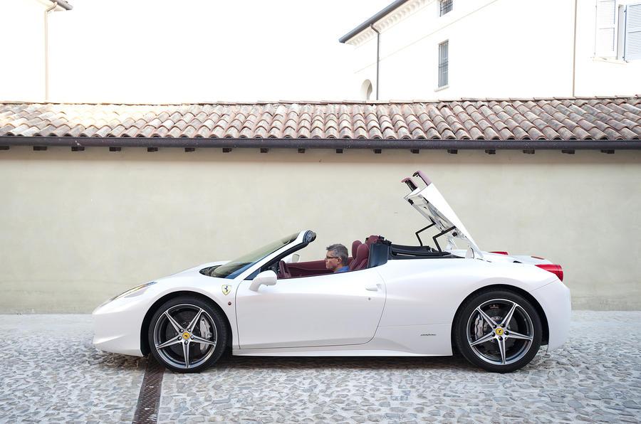 Ferrari 458 Spider roof folding