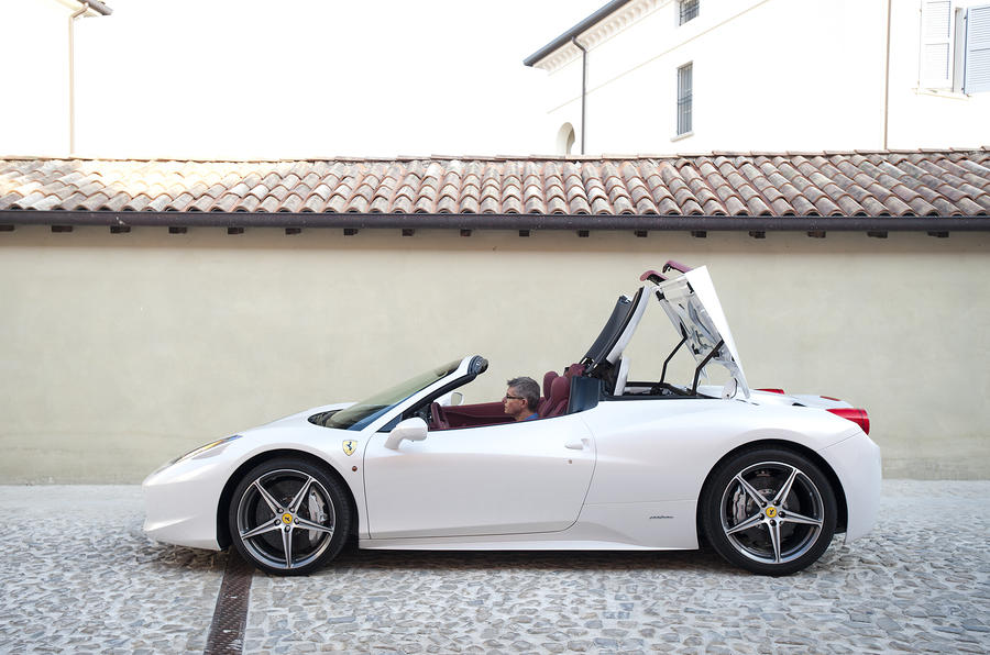 Ferrari 458 Spider roof folding down