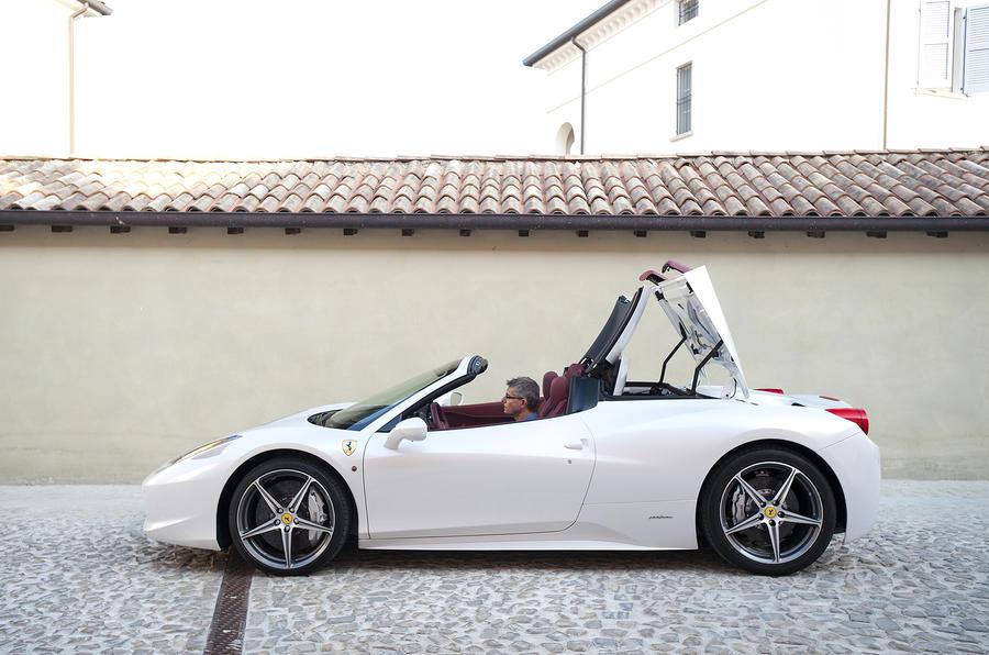 Ferrari 458 Spider roof folding down