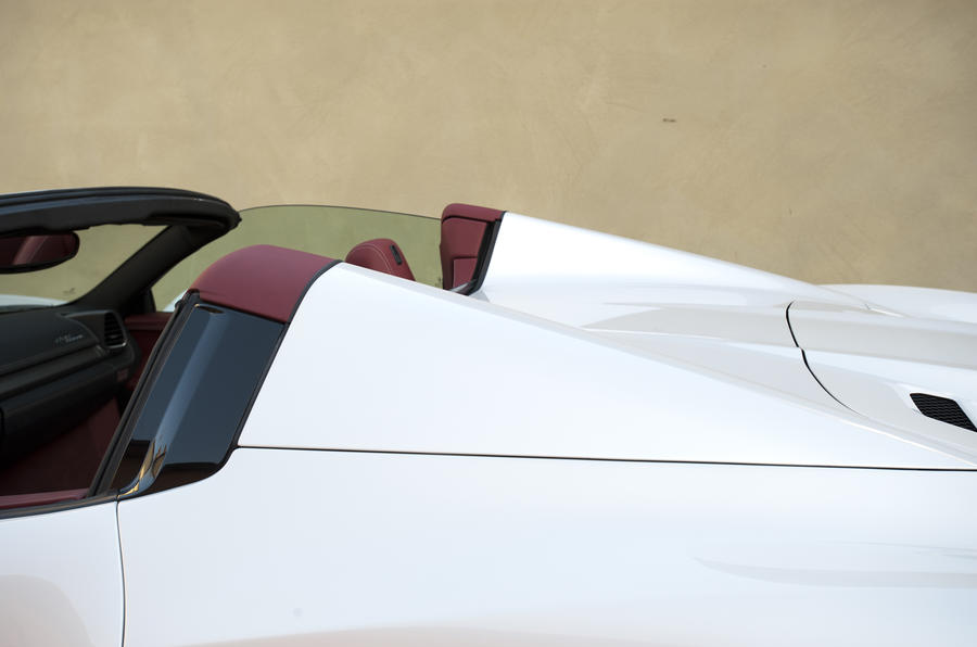 Ferrari 458 Spider high buttresses