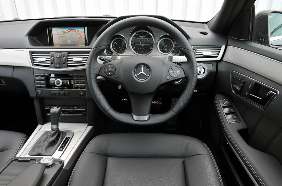 Mercedes-Benz E 220 dashboard