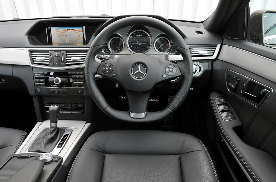 Mercedes-Benz E 220 dashboard