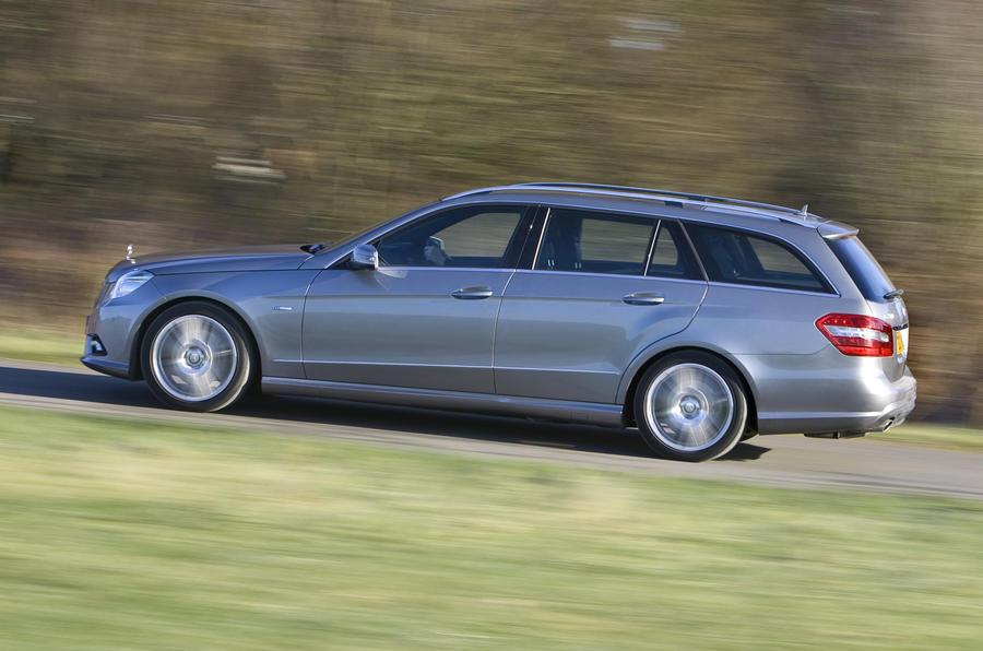 Mercedes-Benz E 220 Estate side profile