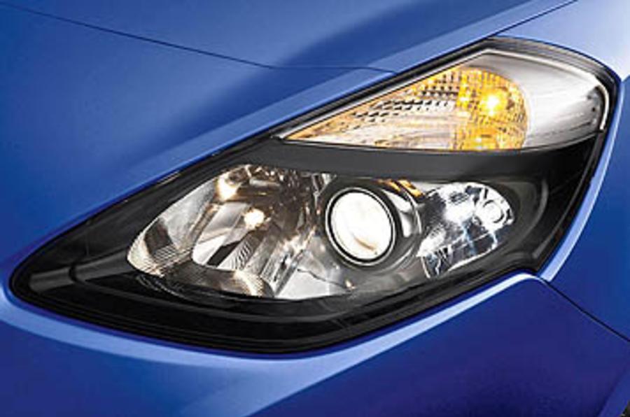 Renault Clio GT 128 headlights