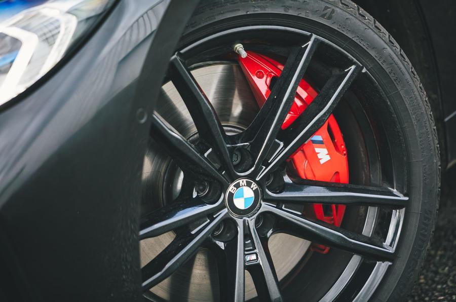 7 BMW Série 4 M440i examen de l'essai routier 2021 disques de frein