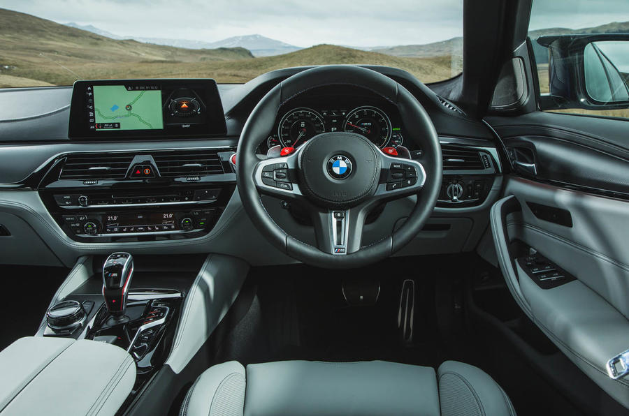 BMW M5 2018 review dashboard
