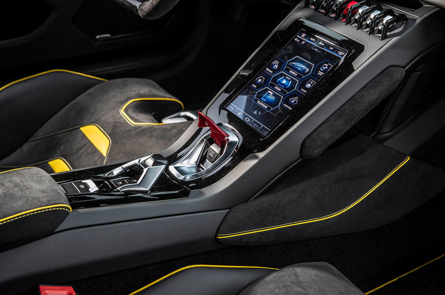 Lamborghini Huracan EVO RWD 2020 road test review - centre console