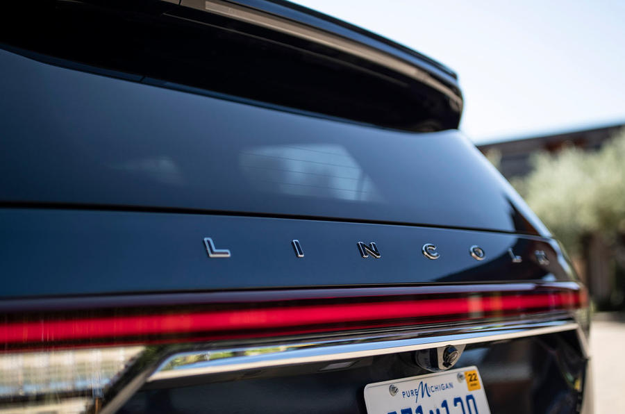Lincoln Aviator 2020 road test review - tailgate badge