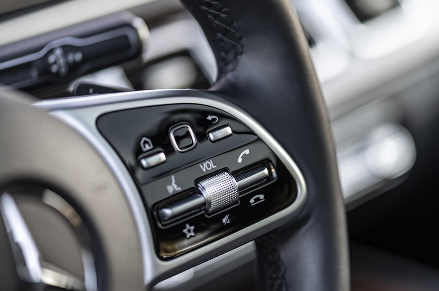 Mercedes-Benz GLE 2018 review - steering wheel buttons