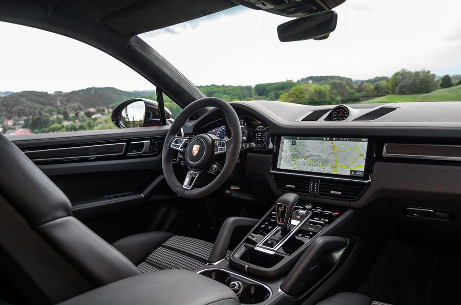 Porsche Cayenne Coupé 2019 review - dashboard