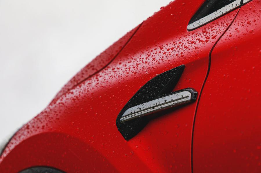 Renault Captur 2020 road test review - side details