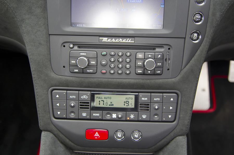 Maserati GranTurismo centre console