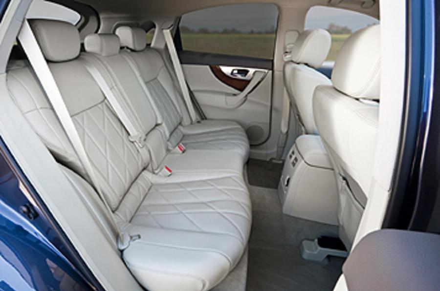 Infiniti FX50 S rear seats