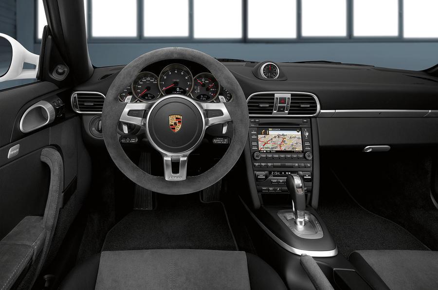 Porsche 911 GTS Cabriolet dashboard