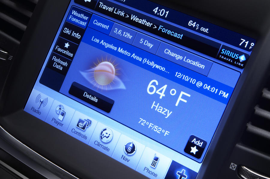 Chrysler 300C infotainment