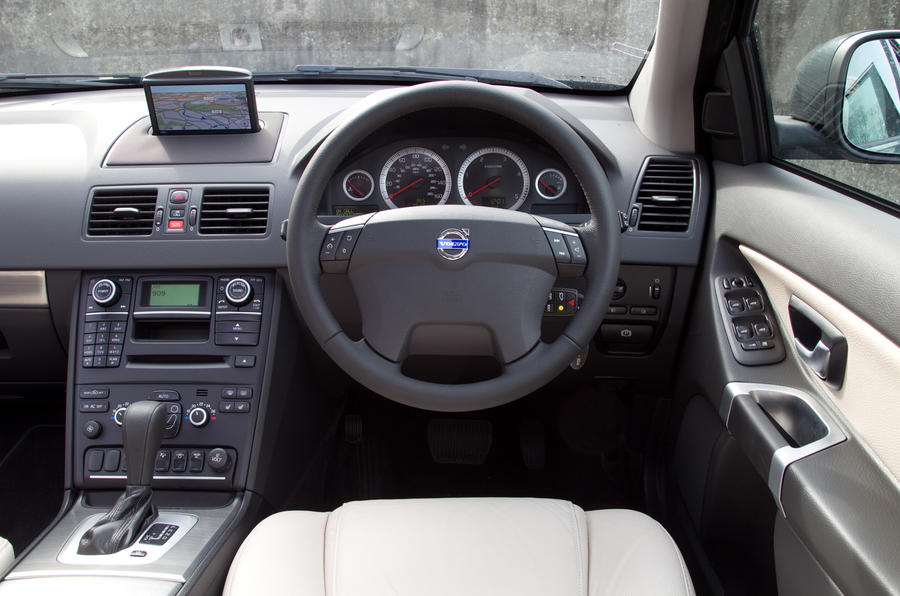 Volvo XC90 dashboard