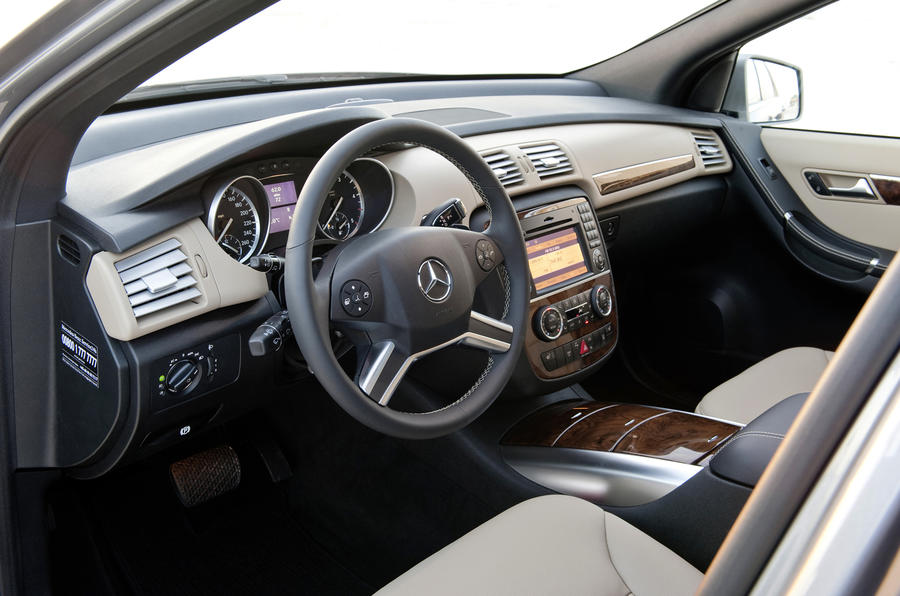 Mercedes-Benz R 350 CDI dashboard