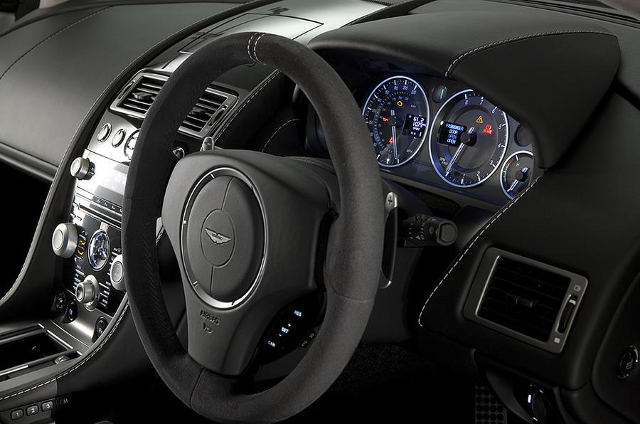 Aston Martin V8 Vantage N420 steering wheel