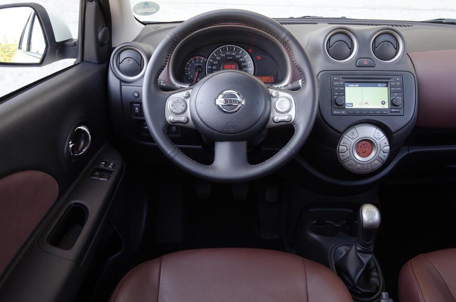 Nissan Micra DIG-S steering wheel