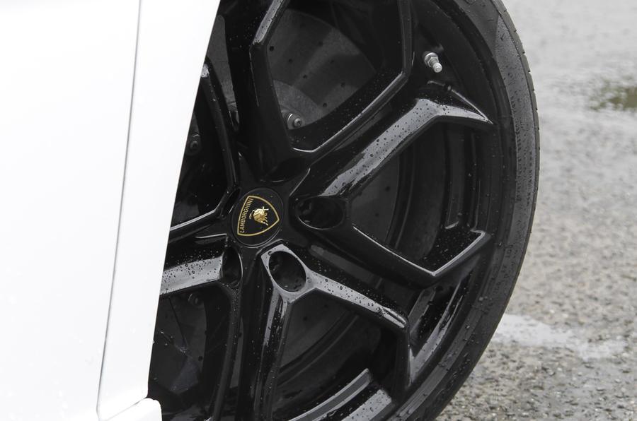 20in Lamborghini Aventador black alloys