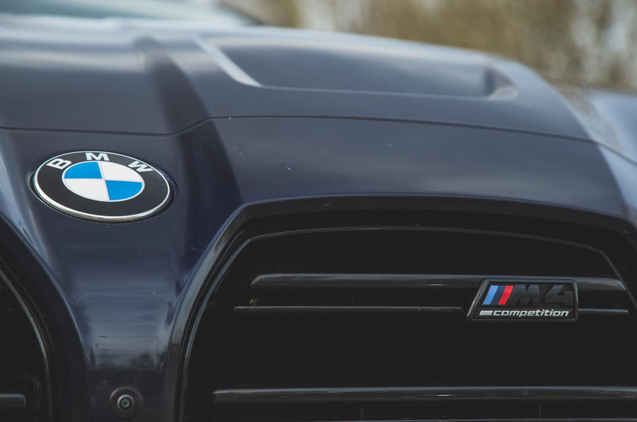 8 BMW M4 Competition 2021 RT badge avant