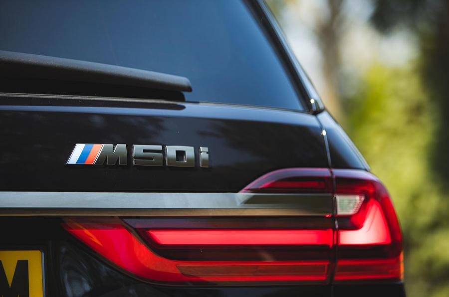BMW X7 2020 : révision de l'essai routier - badge arrière