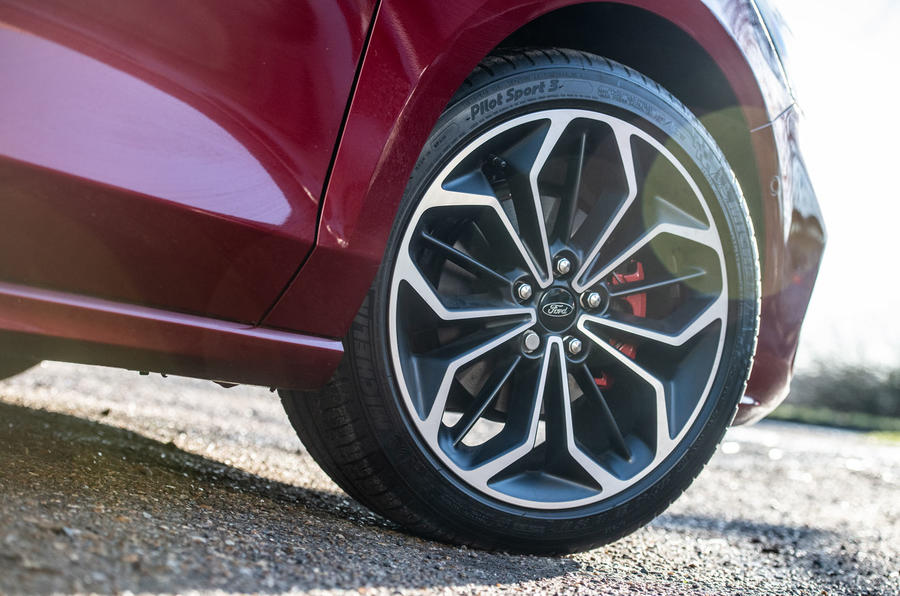 Ford Focus ST-line X 2019 road test review - alloy wheels