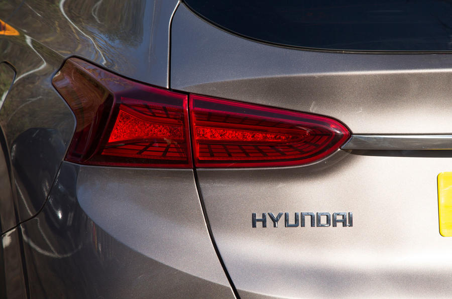 Hyundai Santa Fe 2019 road test review - rear lights