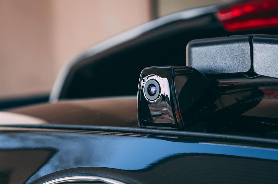 Kia e-Niro 2019 road test review - reversing camera