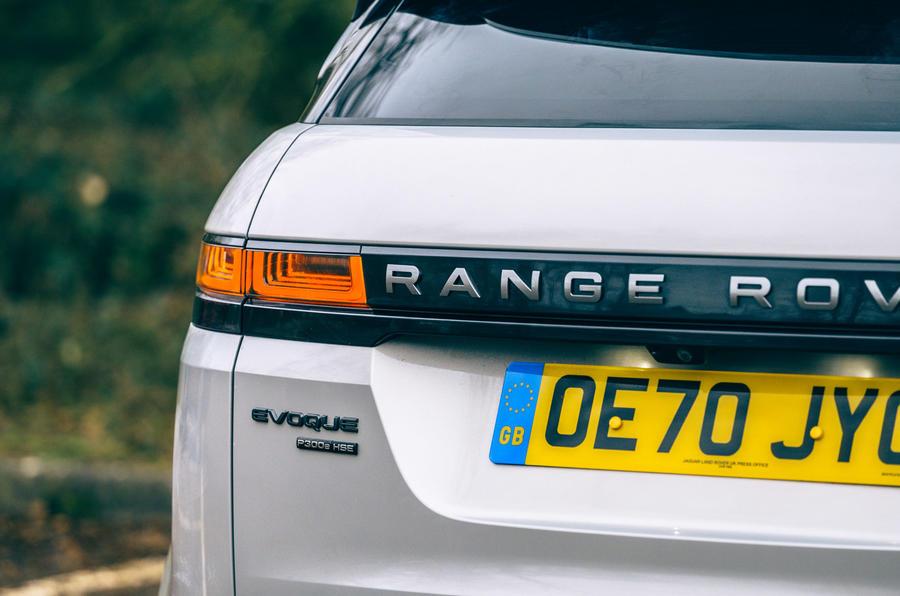 8 Land Rover Range Rover Evoque 2021 essai routier examen des feux arrière