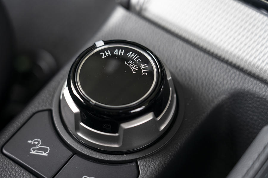 Mitsubishi L200 2019 road test review - 4WD controls