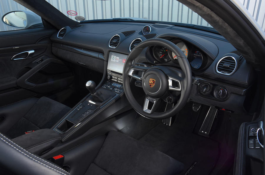 Porsche 718 Cayman GTS 2018 review dashboard