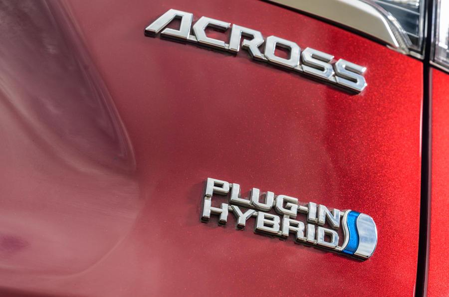 8 Suzuki Across 2021 : essai routier - badge arrière
