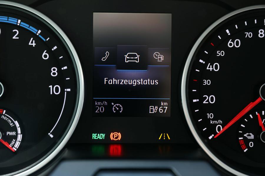 Volkswagen e-Crafter 2018 review - digital instruments