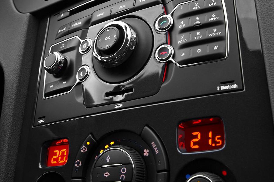 Peugeot 5008 centre console