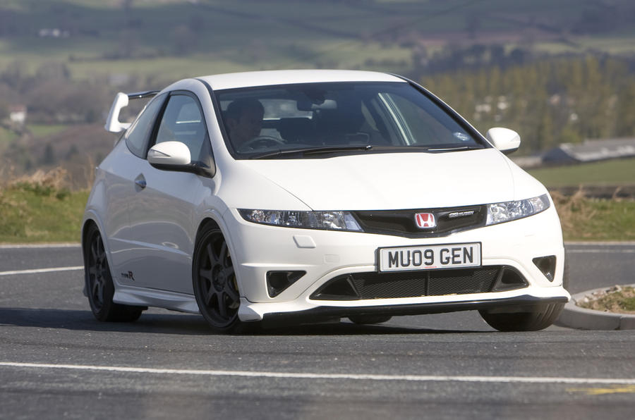 R8 V10 v Civic Type R Mugen