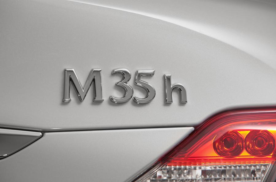 Infiniti M35h badging