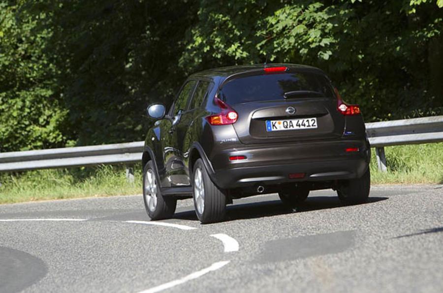 Nissan Juke rear cornering